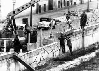 GTY_berlin_wall_1_kab_141106_18x13_1600